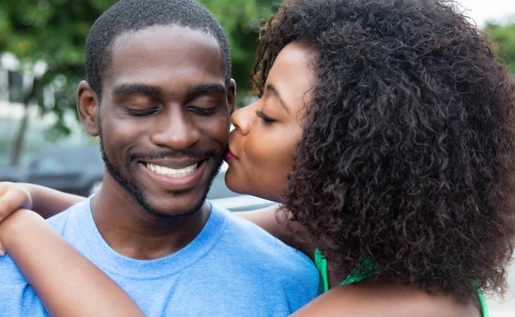 La autoestima se ve incrementada gracias a un buen beso