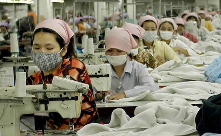 En las fábricas chinas se cobra un dólar por hora y se obliga a realizar horas extra gratuitas