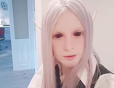 Un joven gasta todo su dinero en convertirse en un elfo