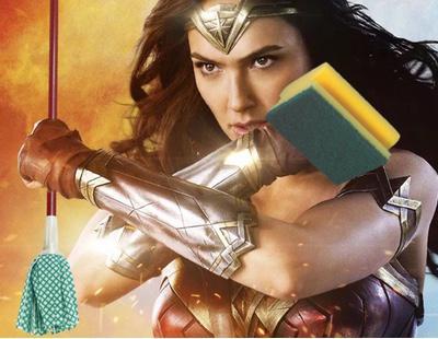 Un cine regala artículos de limpieza en un pase de 'Wonder Woman' exclusivo para mujeres