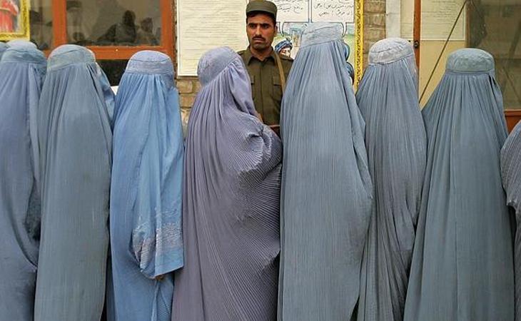 Las mujeres afganas no cuentan prácticamente con ningún derecho