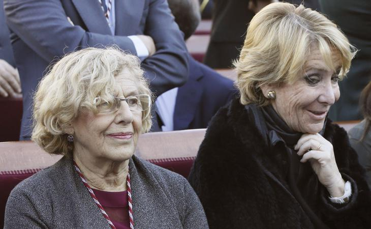 La alcaldesa de Madrid, Manuela Carmena, junto a la exportavoz del PP, Esperanza Aguirre