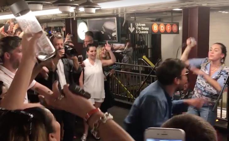 La locura se desató en el interior de la estación de metro