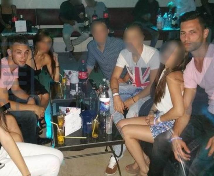 El Cuco y Samuel Benítez, de fiesta con unas amigas