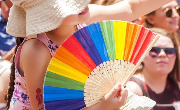 Un buen abanico gay en contra del calor gay