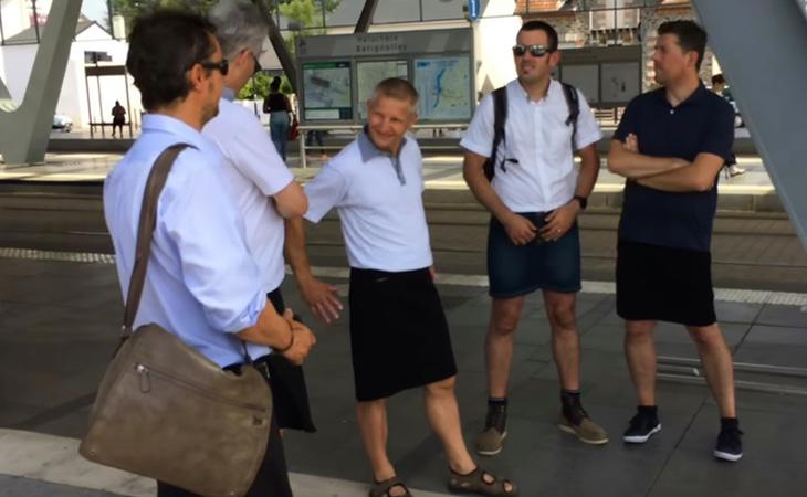 Varios conductores de autobús franceses protestaron contra el código de vestimenta impuesto
