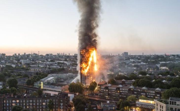 La Torre Grenfell ardió como una completa antorcha