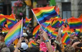 Tres neonazis agreden, insultan y escupen a una pareja homosexual en Chueca