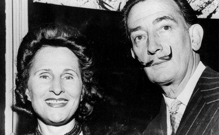 Salvador Dalí junto a su mujer, Gala