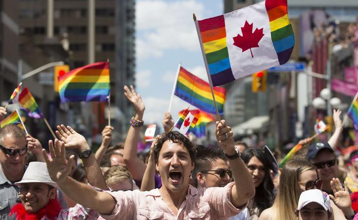 El presidente de Canadá, Justin Trudeau, participó en el Desfile del Orgullo de Toronto como un manifestante más