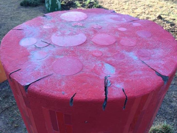 El monumento quedó en muy mal estado tras la agresión de los neonazis