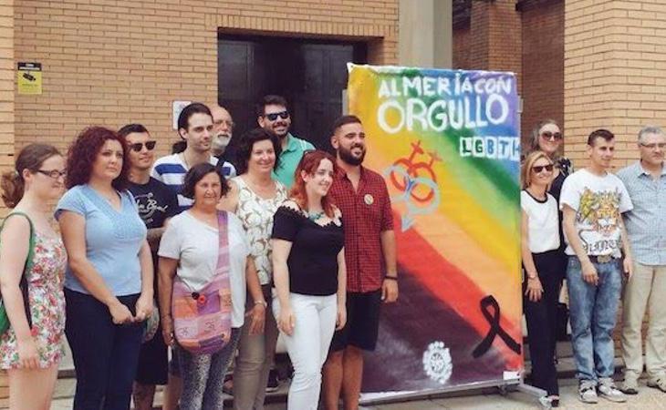 Varios activistas de la ONG Almería con Orgullo