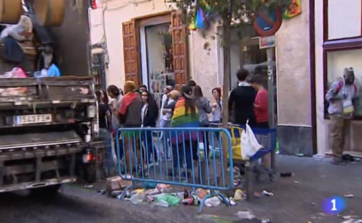 Fotograma de la noticia de la polémica, en la que se destaca la suciedad en las calles y el elevado consumo de alcohol