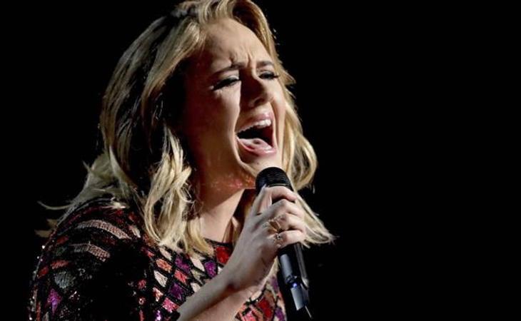 Adele durante una de sus actuaciones