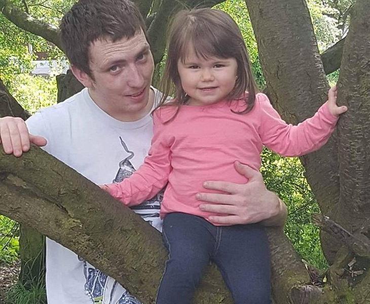 El padre se encuentra desolado por la muerte de su hija