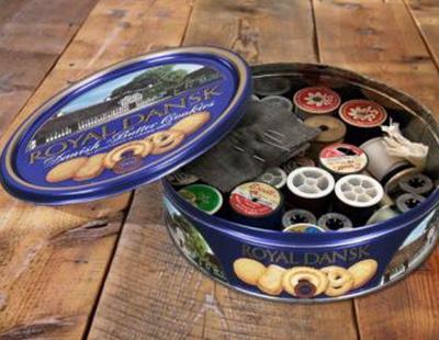 La moda de usar las cajas de galletas como costurero es universal y hasta ahora nadie lo sabía