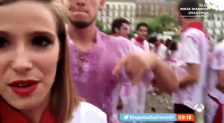 Reportera de 'Espejo público' retransmitiendo la fiesta de San Fermín