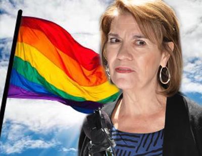 """Una señora quiere registrar el arcoíris para que le colectivo LGTBI deje de """"violarlo"""""""