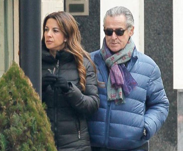 Miguel Blesa pasea junto a su mujer, Gema Gámez