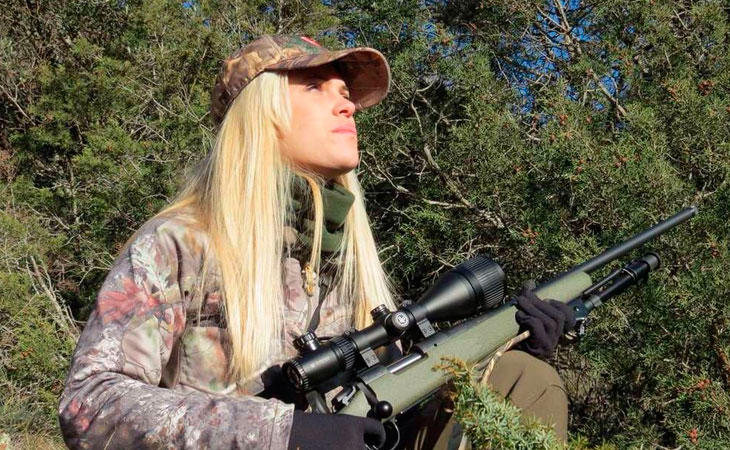 Melania posando en una de sus salidas para cazar