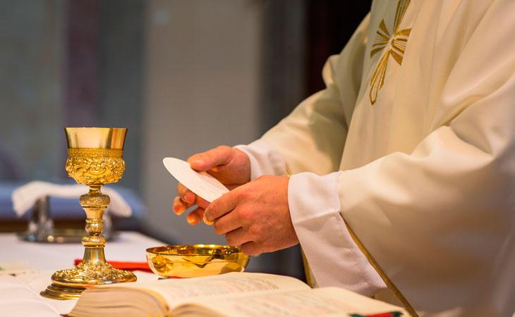 El sacerdote solía olvidar fechas de bodas y citas importantes