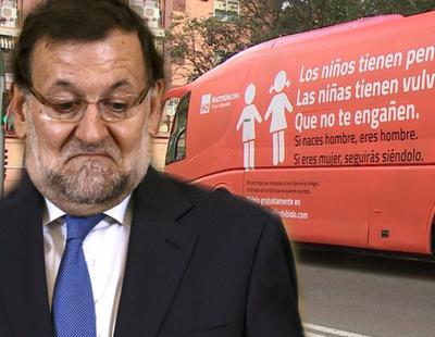 Rajoy mantiene los privilegios fiscales a Hazte Oír, que lanzará un avión transfóbico