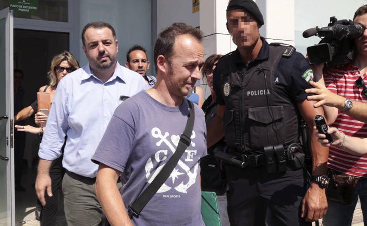 El padre tiene una sentencia por violencia de género y otro juicio abierto en Italia por la misma causa