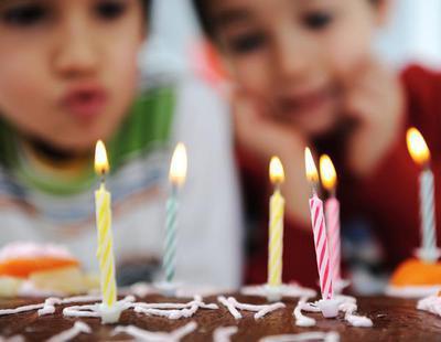 Soplar las velas aumenta en un 1400% la presencia de bacterias en la tarta