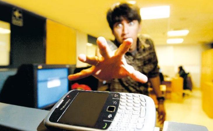 El uso abusivo del móvil puede derivar en patologías como la nomofobia