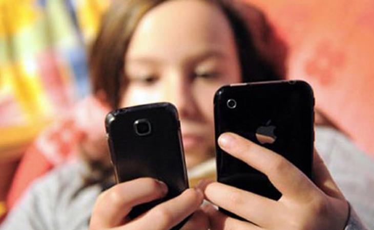 El 73% de los jóvenes consulta su teléfono nada más levantarse