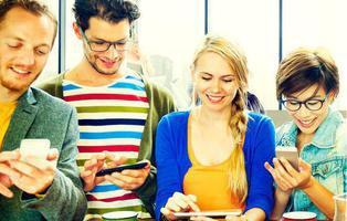 Un 45% de los jóvenes es adicto al teléfono móvil