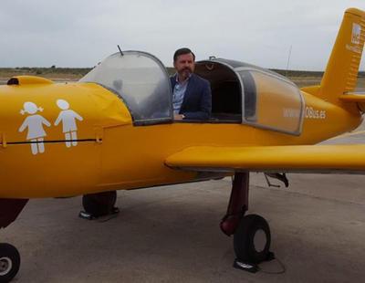 La avioneta de Hazte Oír no puede volar al no cumplir los requisitos y faltarle piezas