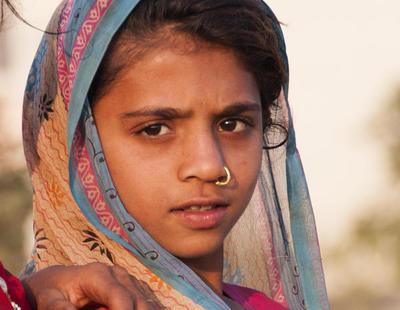 Prohíben abortar a una niña violada de 10 años en India