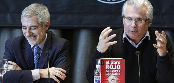Llamazares y Baltasar Garzón, durante un encuentro con los medios
