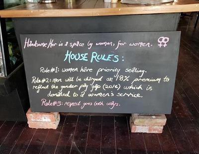 Una cafetería vegana cobra más caro el café a hombres para denunciar la brecha salarial