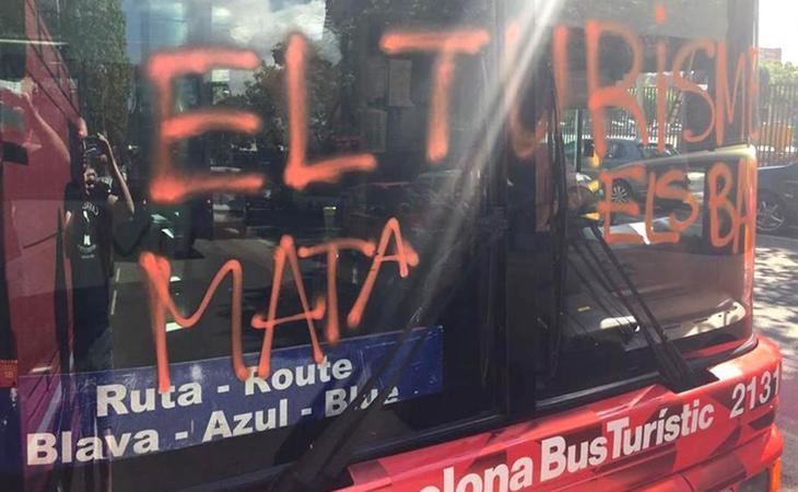 Ataque de la organización separatista Arran a un autobús turístico
