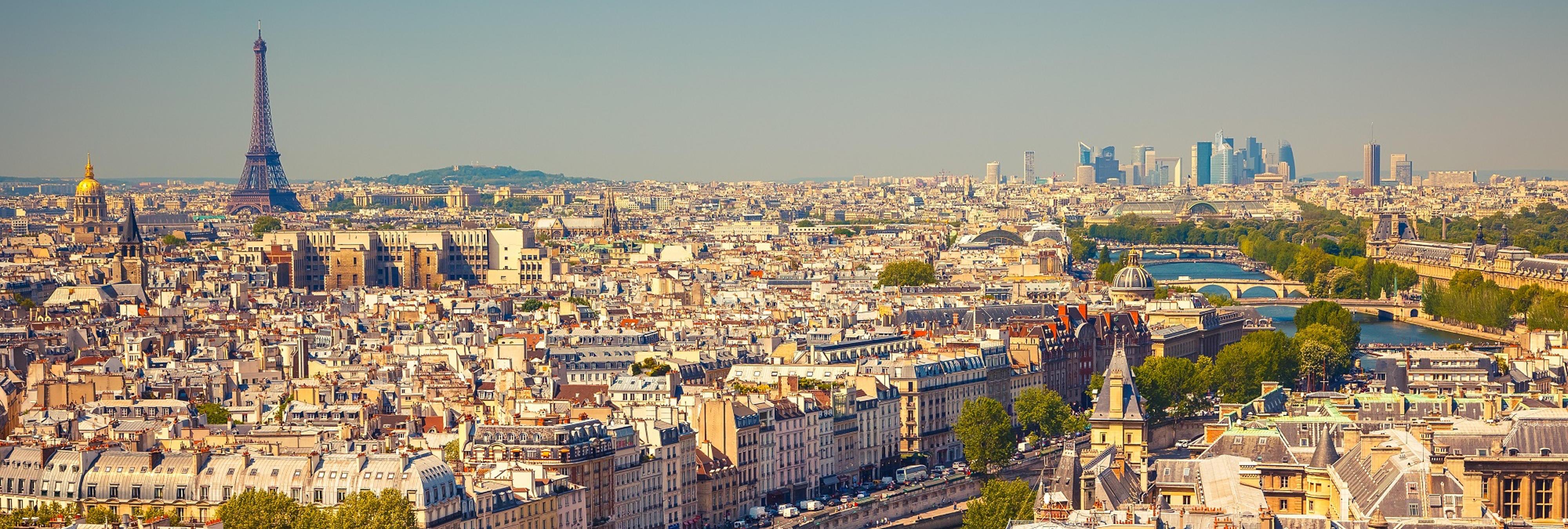 Un hombre atropella con su vehículo a varios militares en París