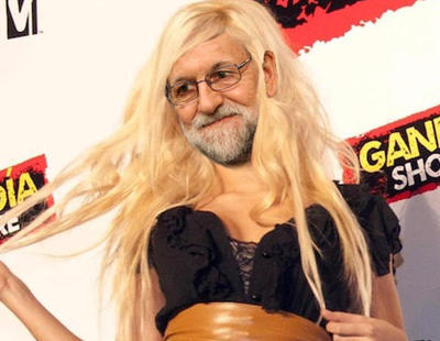 Rajoy lo da todo en una discoteca y planta al Rey por un ataque de lumbago