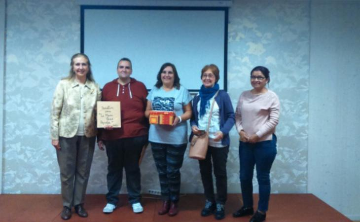 Acto de colaboración entre la ONG La Mano que Ayuda y la formación de extrema derecha