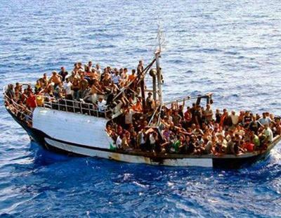 Las mafias arrojan a 180 inmigrantes al mar para evitar a la Policía
