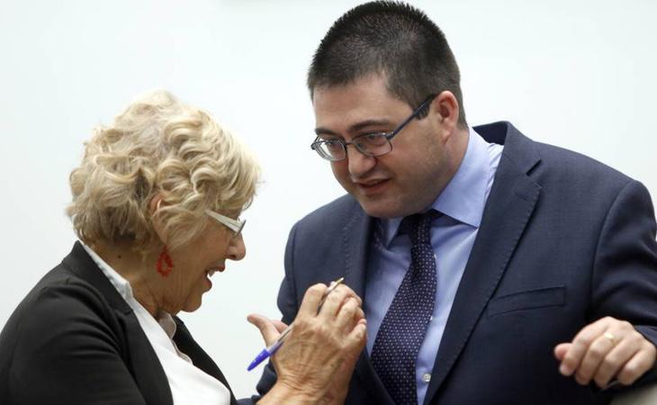 El delegado de Economía, Carlos Sánchez Mato, junto a la alcaldesa de Madrid, Manuela Carmena, en una fotografía de archivo