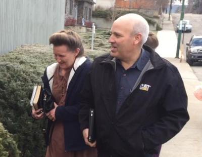 Condenada una pareja por casar a su hija con el líder de una secta que la violó y grabó