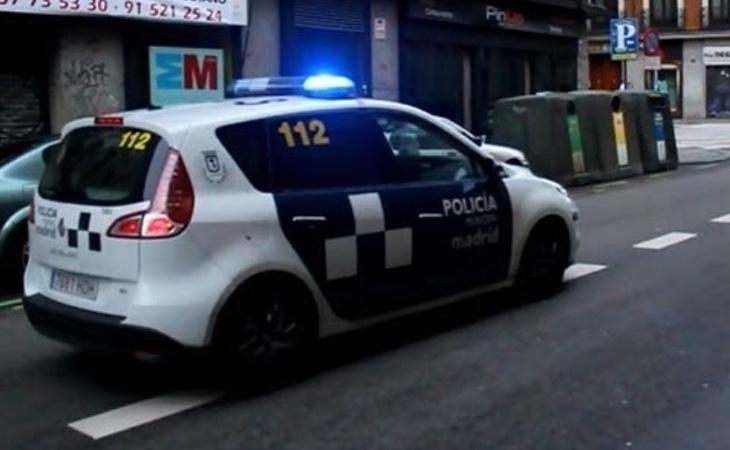 La joven fue salvada por un coche de la Policía Local. Los agentes corroboraron la versión de la joven