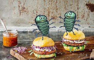 Las hamburguesas hechas con restos de insectos y bichos ya son una realidad