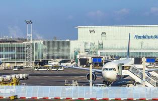 Seis intoxicados en un ataque con un gas lacrimógeno en el aeropuerto de Frankfurt