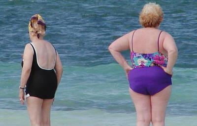 ¿Orinar en la playa puede ser un problema para mis genitales?