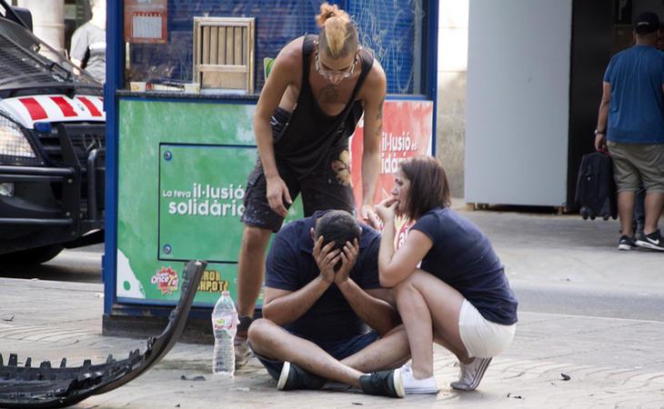 Varias personas asustadas en las inmediaciones de La Rambla tras el atentado