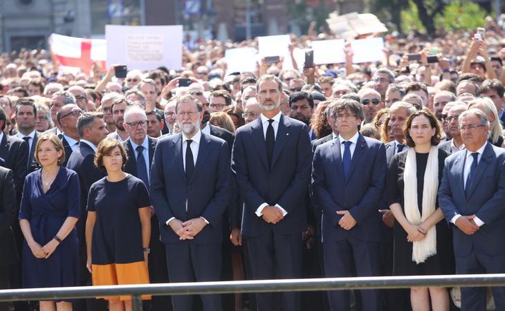 La manifestación en la Plaza de Cataluña fue toda una muestra de unidad en contra del terrorismo