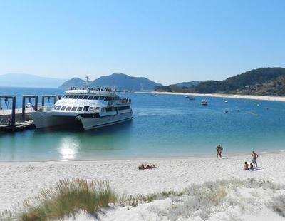 Caos en las islas Cíes: miles de pasajeros se quedan en tierra por culpa de las navieras