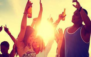 Una empresa ofrece 22.000 euros por salir de fiesta alrededor del mundo